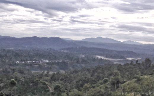 Kabut Pagi Hari dari Bukit Bawang Bakung (Foto by: Fajrin Herris)