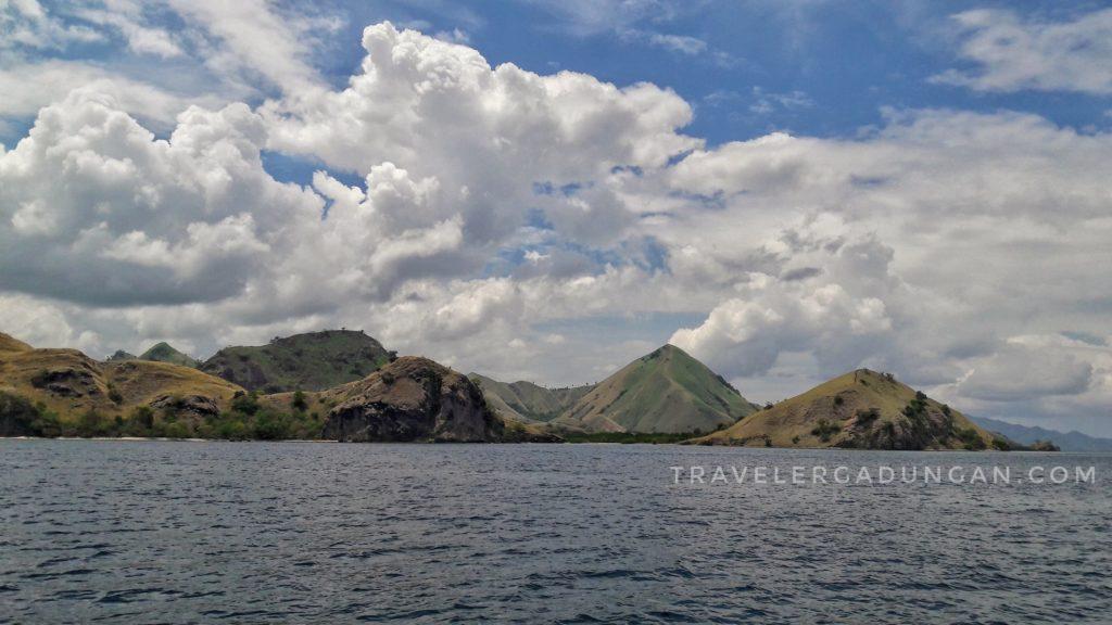 Pemandangan disaat berlayar di Pulau Komodo