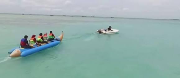 Bermain Banana Boat (foto by: travelwisatapulausewribu.com)