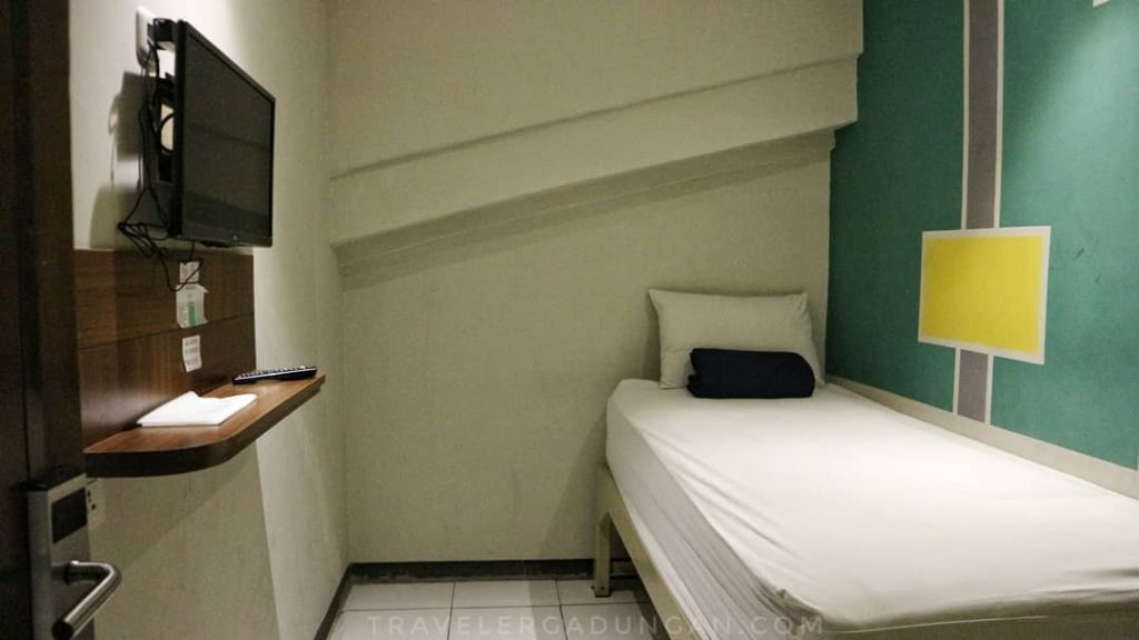 Room 1 Bed dengan Kamar Mandi diluar